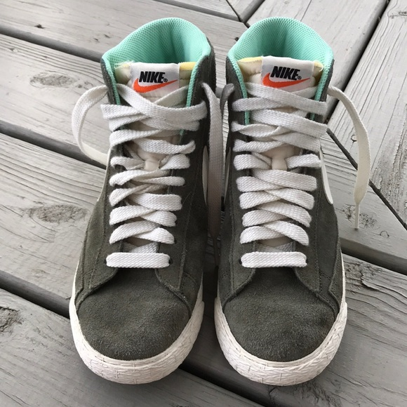 Nike Zoom Blazer Mid Top Skateboard Sneakers